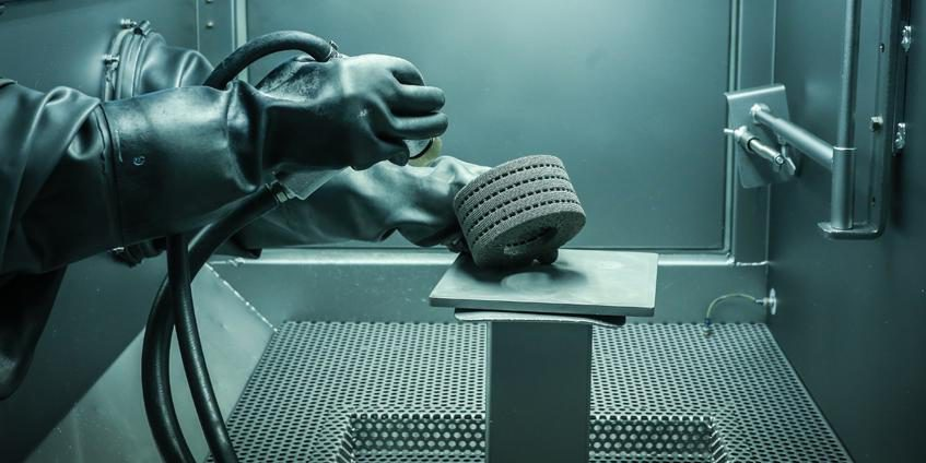 Additive Manufacturing in the DoD (Courtesy of Avio Aero - a GE Aviation business).